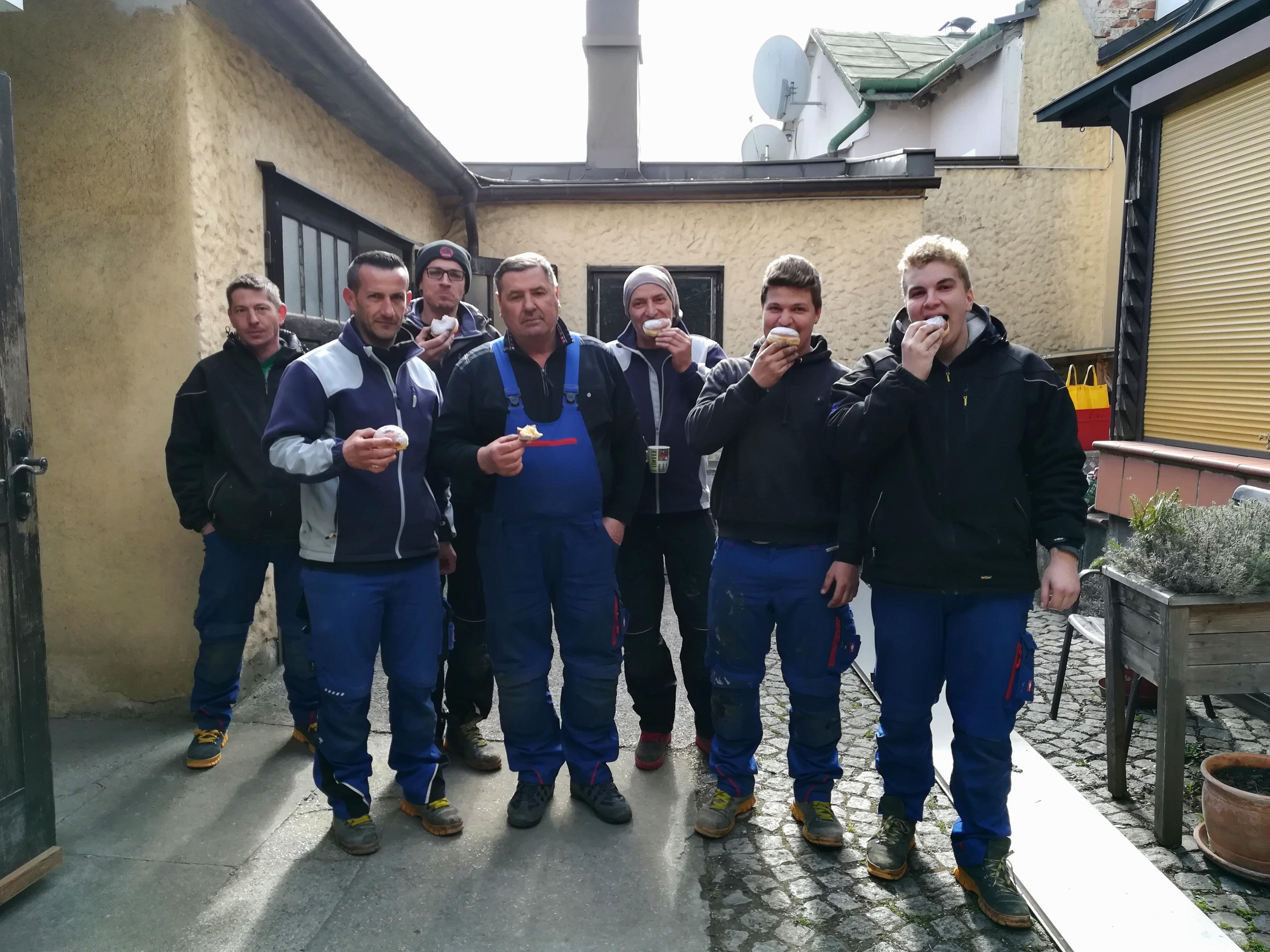 Mitarbeiter Faschingskrapfen